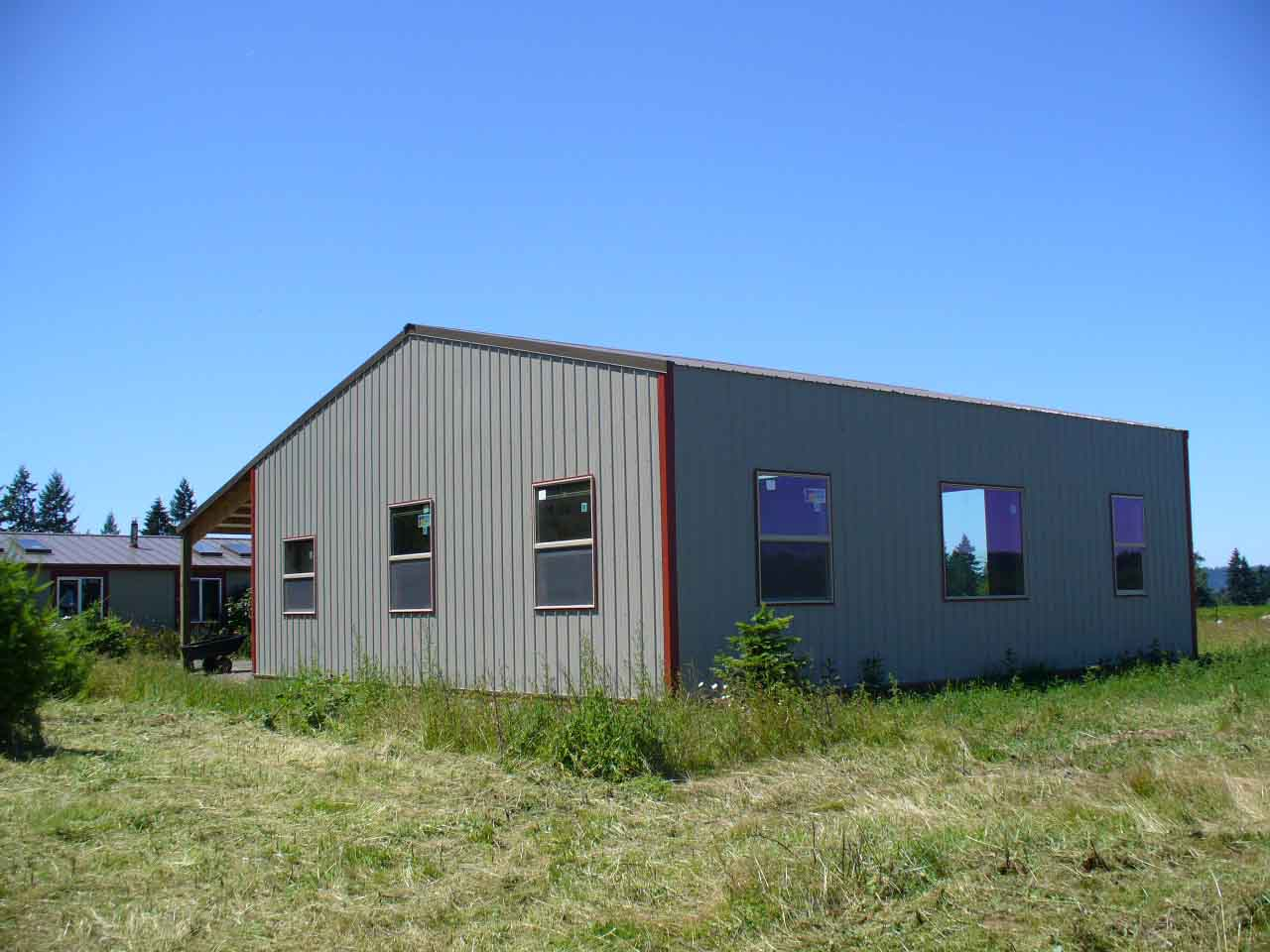 36'x48' Pole building with lots of windows